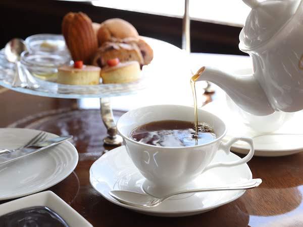 ホテルニューオータニ幕張のアフタヌーンティー「ベイ コートカフェ」|紅茶