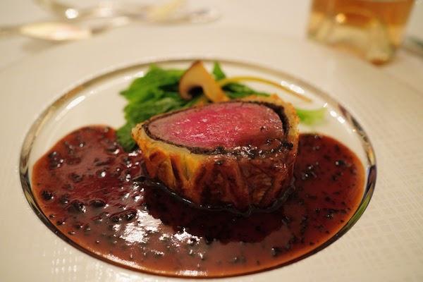 グランドプリンスホテル高輪 トリアノンのディナー|牛フィレ肉のパイ包み焼き