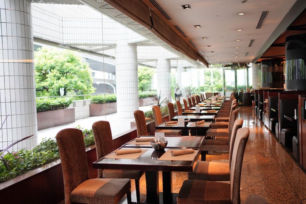 ANAインターコンチネンタルホテル東京「カスケイドカフェ」のディナービュッフェ|席2
