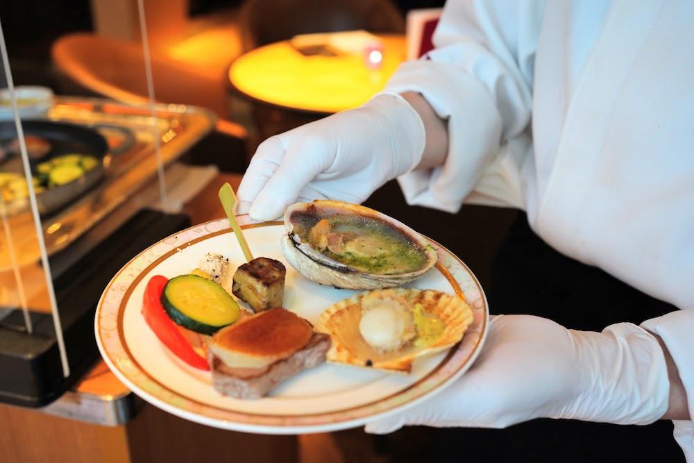 グランドプリンスホテル新高輪|ザクロのディナーブッフェ(網焼き皿盛り))