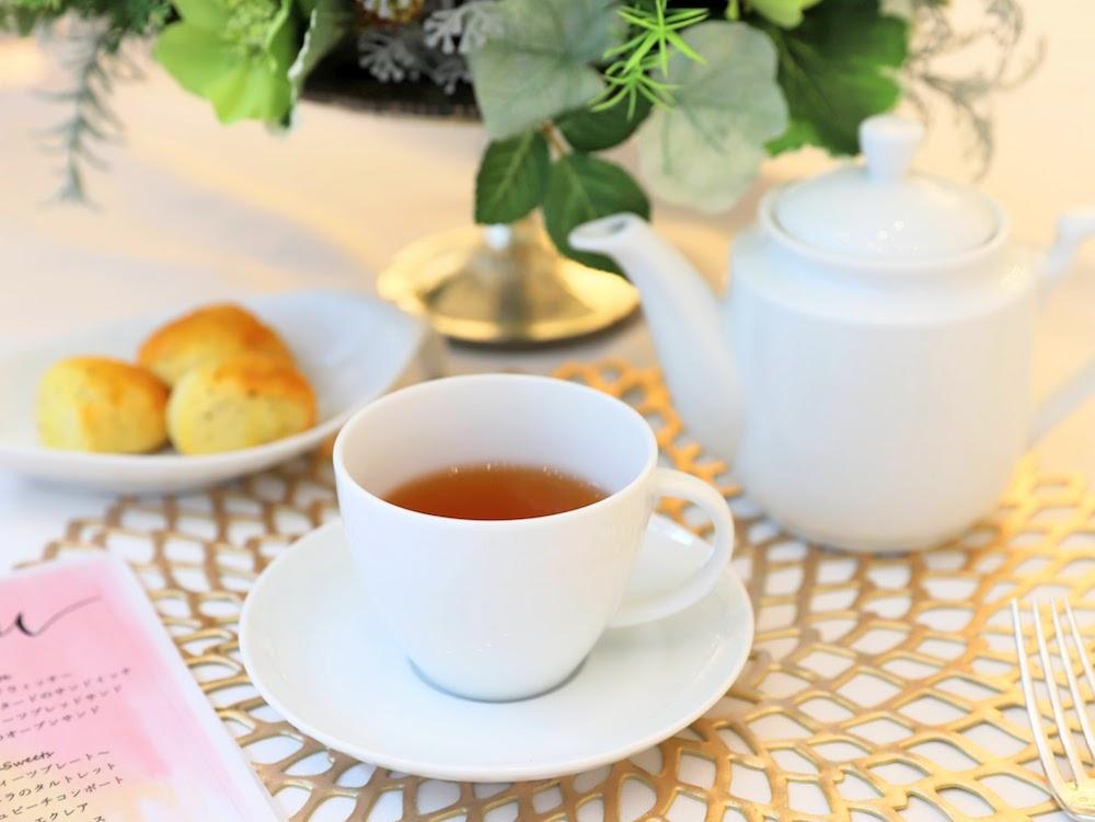 カフェ バイ セントラファエロチャペルギンザのアフタヌーンティー 紅茶