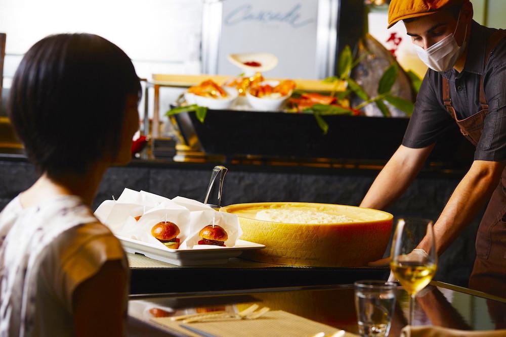 ANAインターコンチネンタルホテル東京「カスケイドカフェ」のディナービュッフェ|トローリーサービス