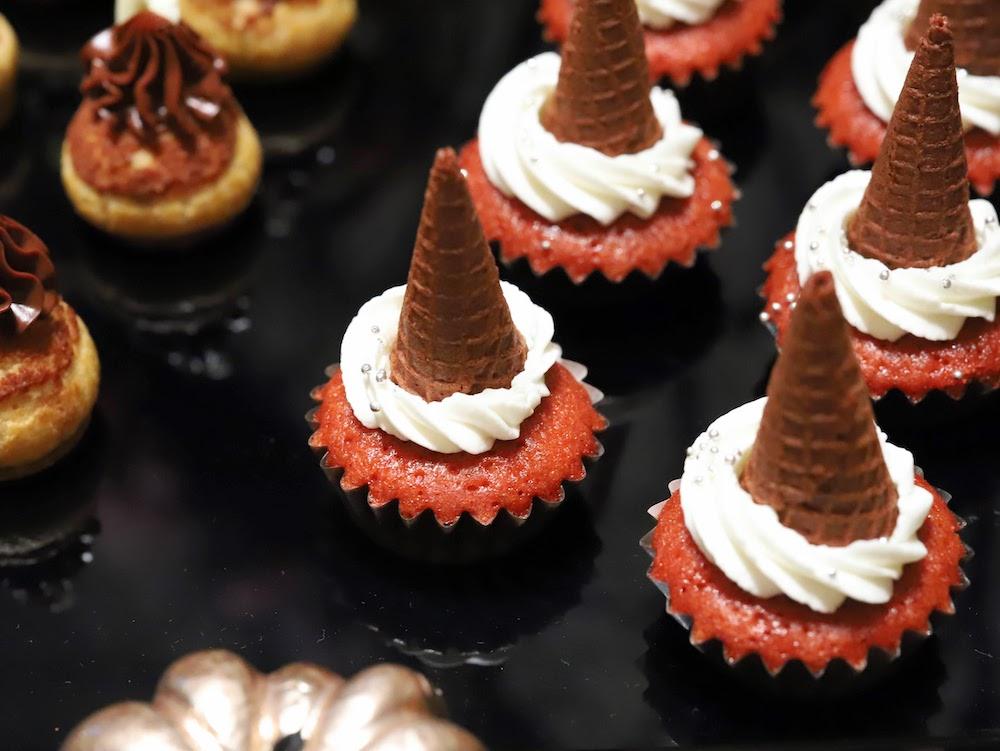 コンラッド東京セリーズのスイーツビュッフェ|魔女のカップケーキ