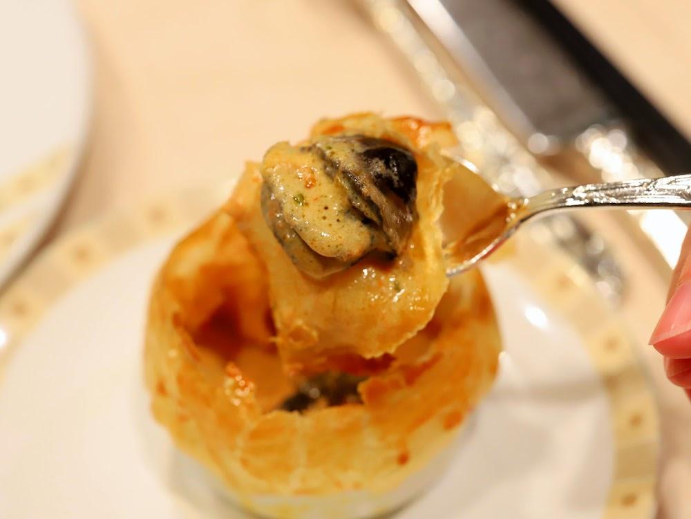 帝国ホテル「インペリアルバイキング サール」のビュッフェ|エスカルゴのパイ包み焼き
