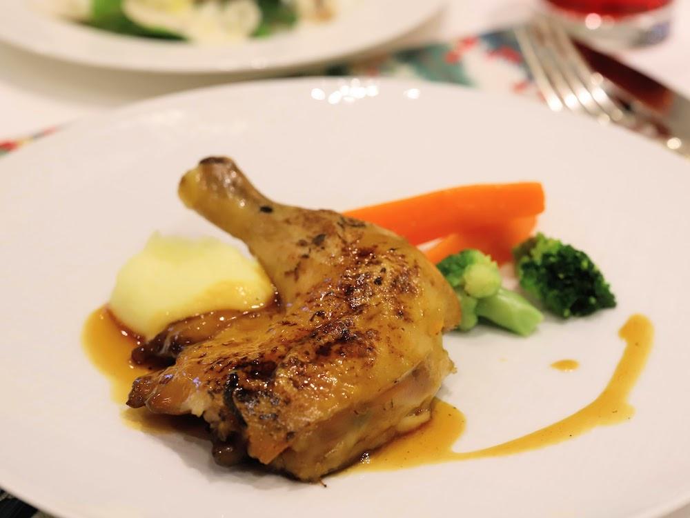 ザ ストリングス 表参道のスイーツビュッフェ 鶏もも肉のロースト