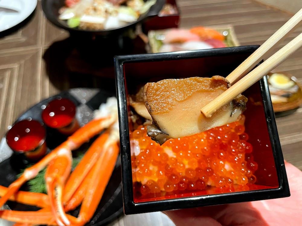 横浜ベイシェラトン「コンパス」のオーダービュッフェ|イクラの小丼