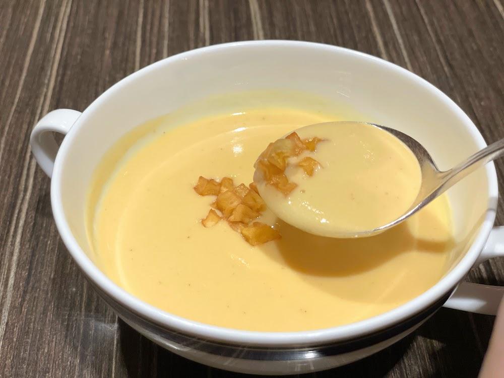 横浜ベイシェラトン「コンパス」のオーダービュッフェ|安納芋のポタージュ